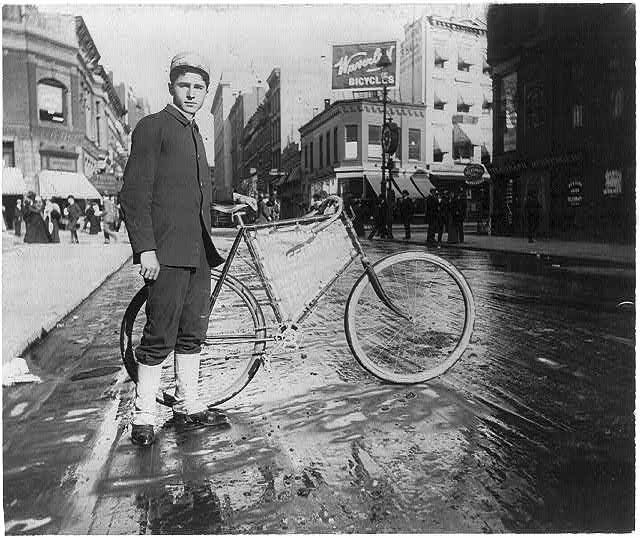 1896 NY bike messenger photo